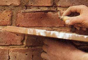 repointing-joints-in-brick-wall[1]